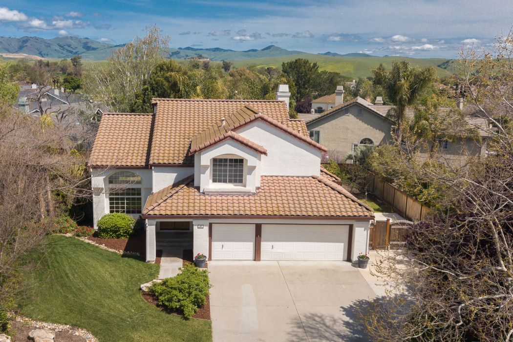 42 Maries Ct. Hollister, CA 95023