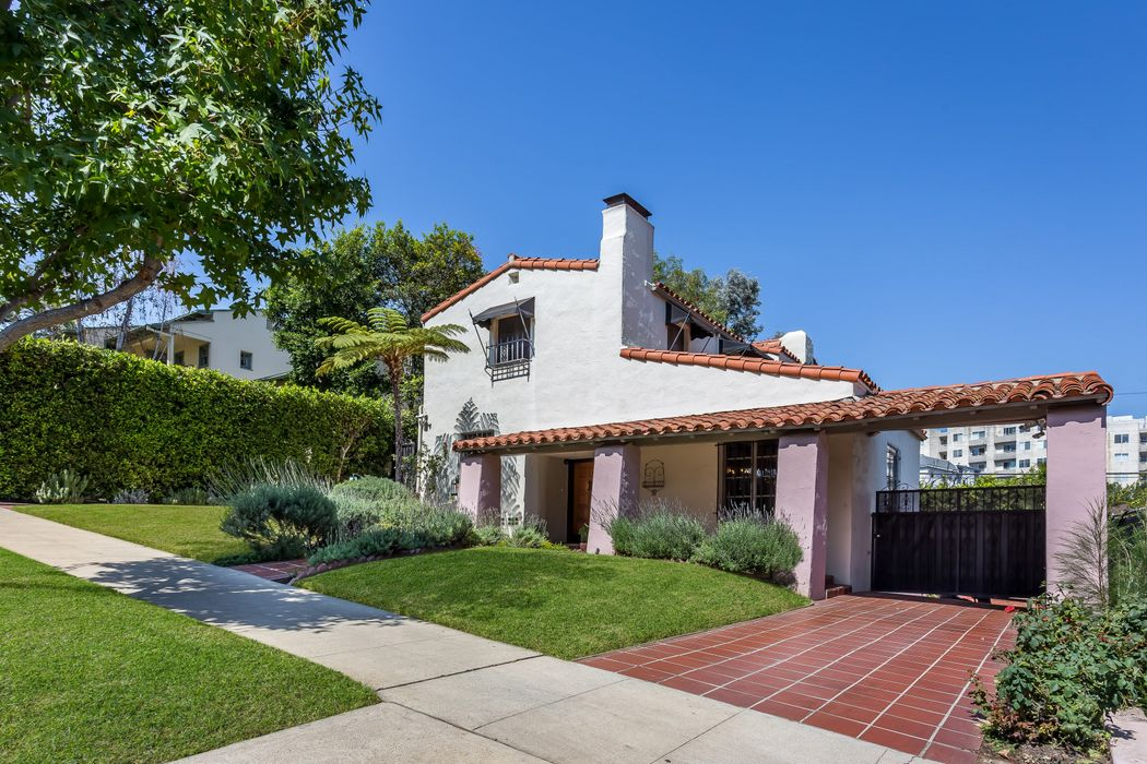 10613 Wellworth Avenue Los Angeles, CA 90024