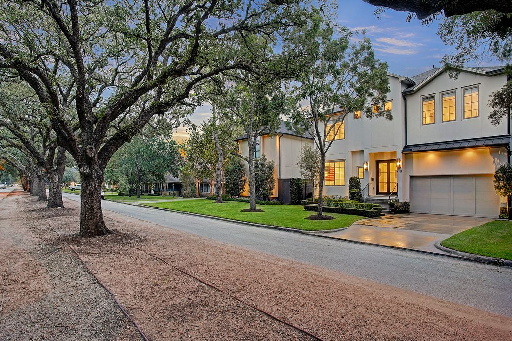 4921 Holly St Bellaire, TX 77401