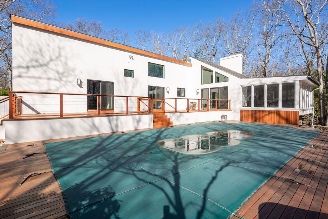 10 Masthead Ln East Hampton, NY 11937