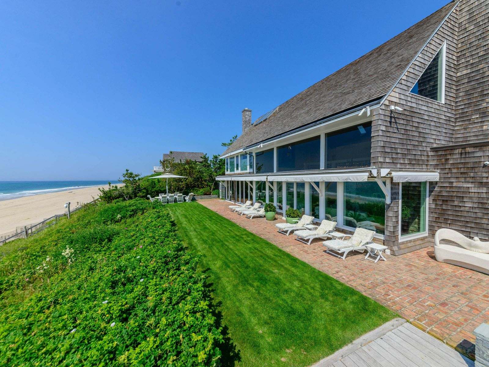 Lily Pond Oceanfront , East Hampton NY Single Family Home - Hamptons Real Estate