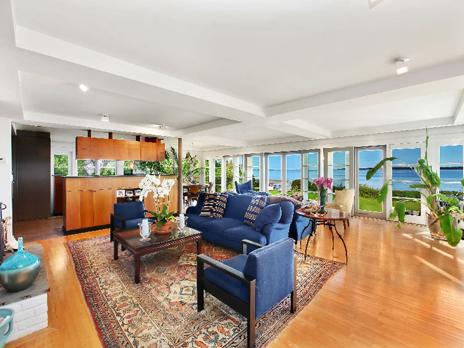 Extraordinary Waterfront - In contract