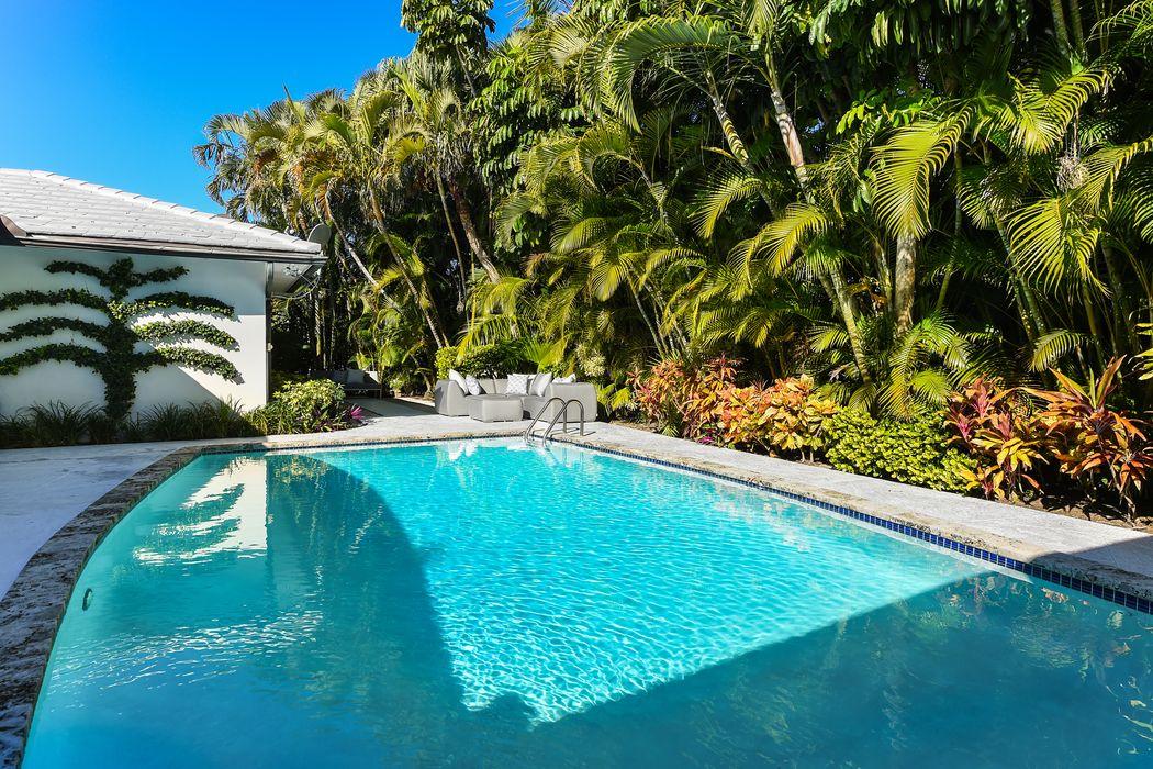 209 List Rd Palm Beach, FL 33480