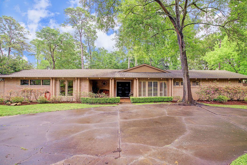 526 Trails End Street Houston, TX 77024
