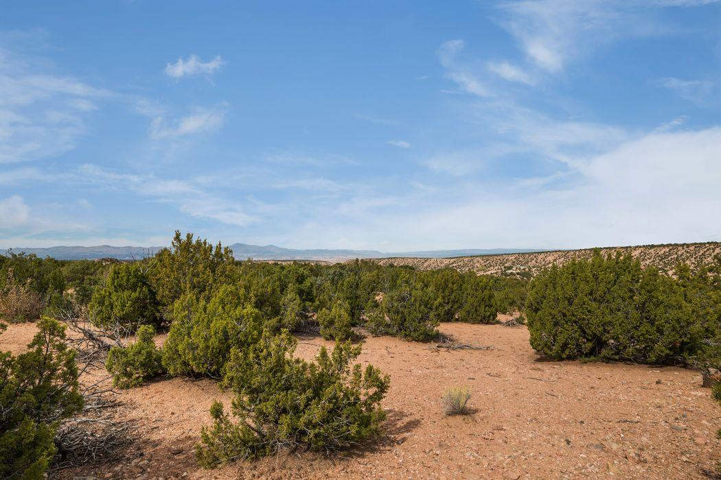 94 Paseo Encantado Santa Fe, NM 87506