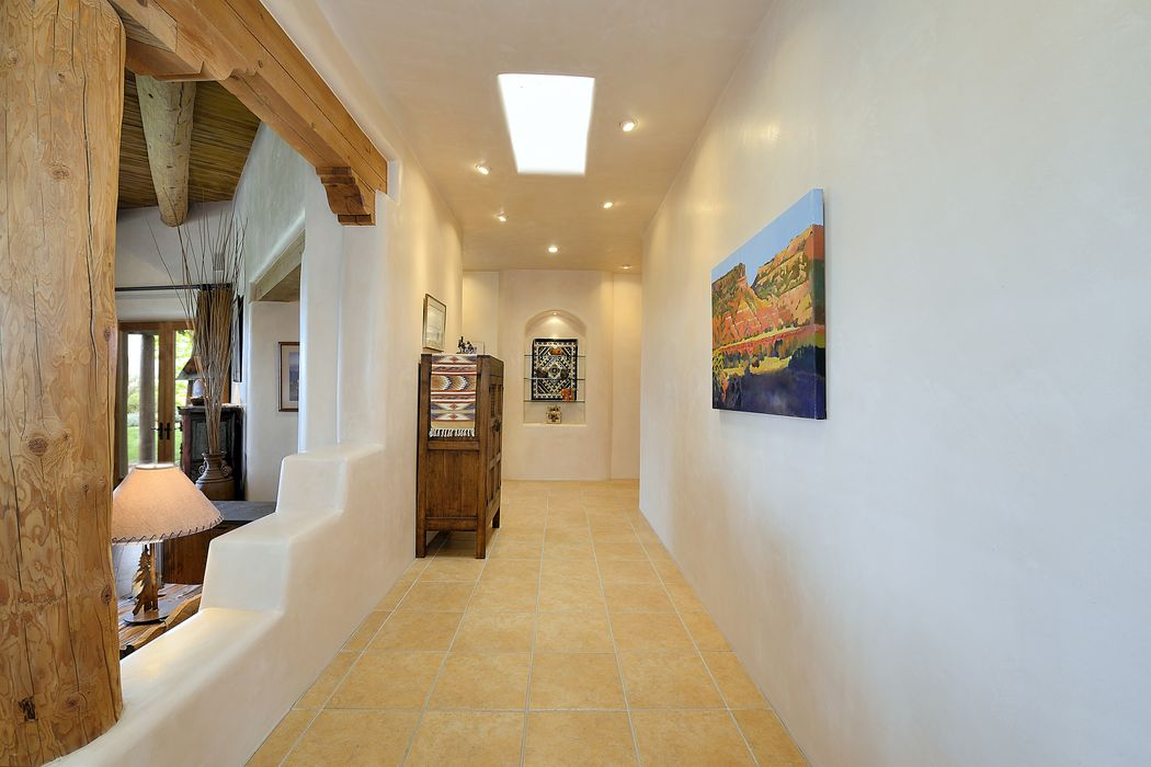 214 Calle Galisteo Santa Fe, NM 87508