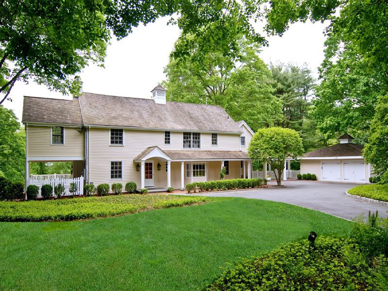 Classic Colonial in Mid-Country