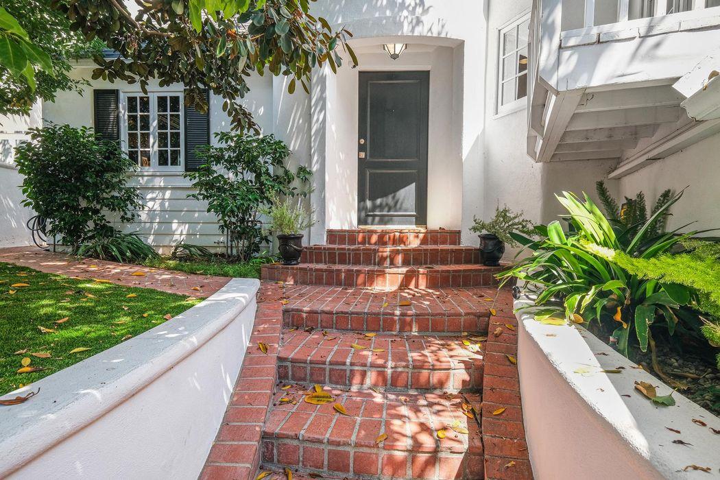 1610 North Kings Road Los Angeles, CA 90069