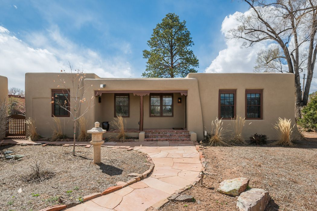 814 Camino Atalaya (Single Family Residence) Santa Fe, NM 87505