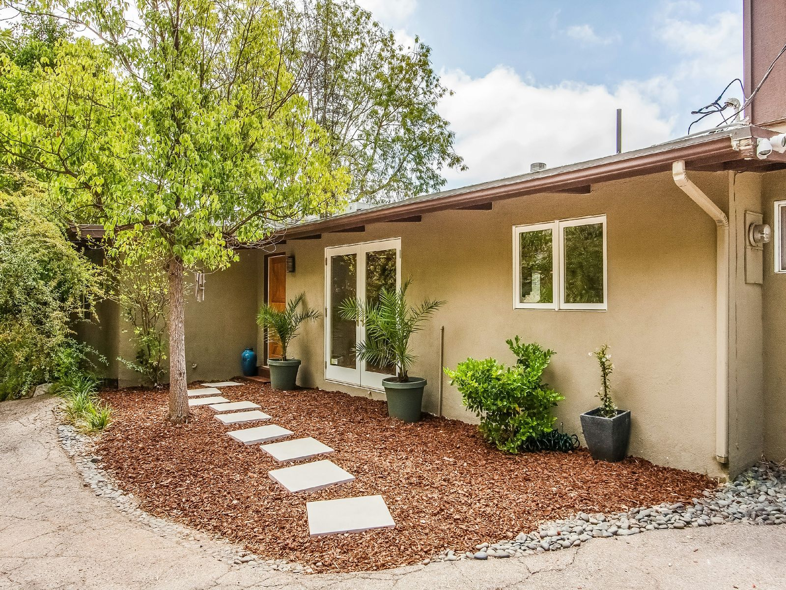 Near Woodland Hills Country Club, Woodland Hills CA Single Family Home - Los Angeles Real Estate