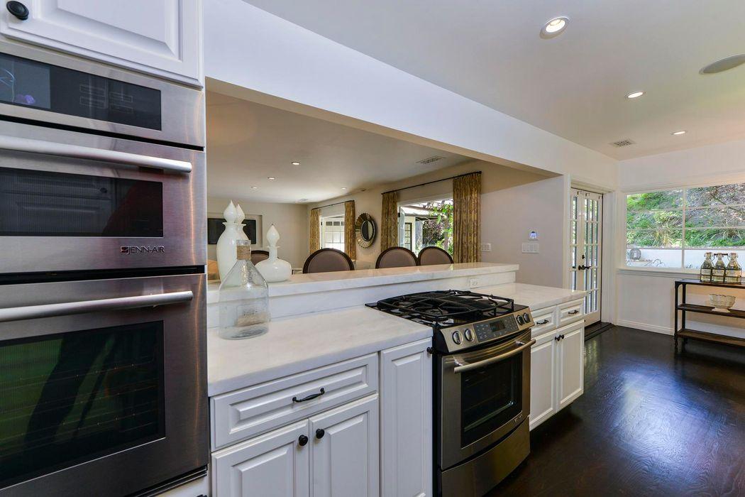 15740 Woodvale Road Encino, CA 91436