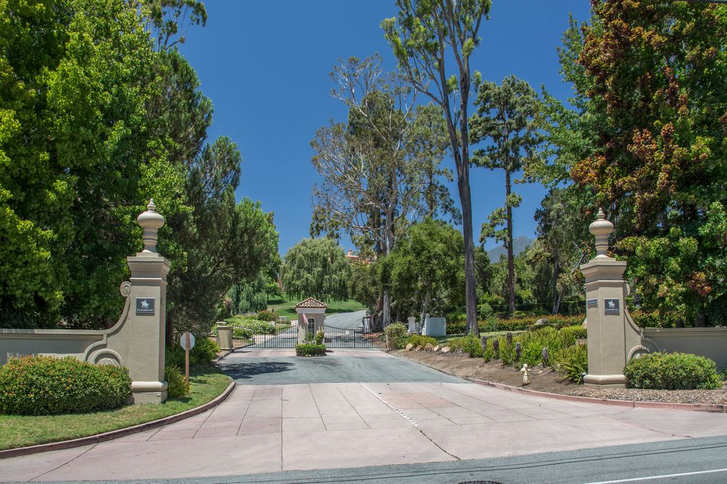 415 Meadowbrook Dr Santa Barbara, CA 93108