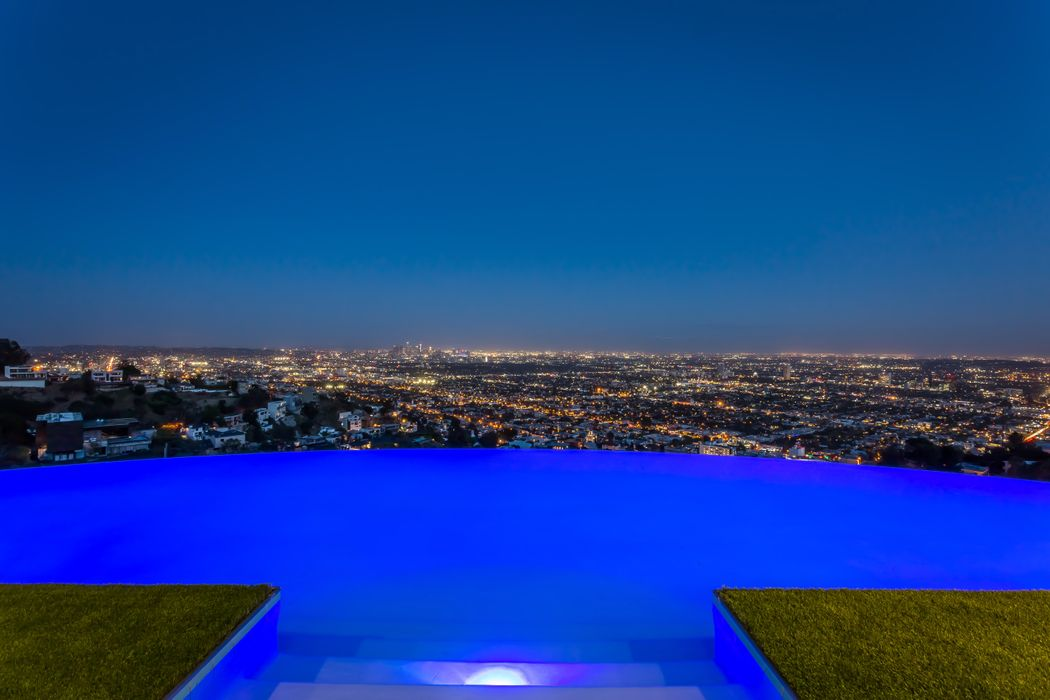 1622 Viewmont Drive Los Angeles, CA 90069
