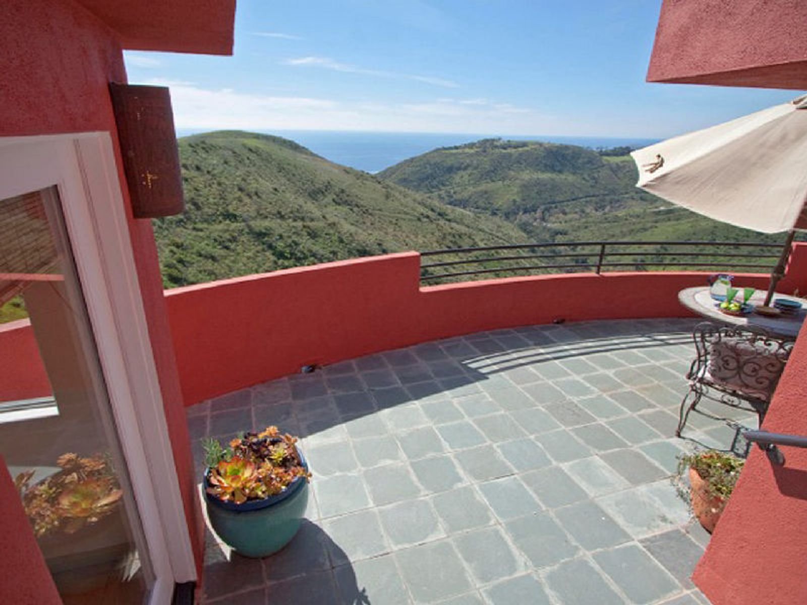 Artistic and Bright with Stunning Ocean , Malibu CA Single Family Home - Los Angeles Real Estate