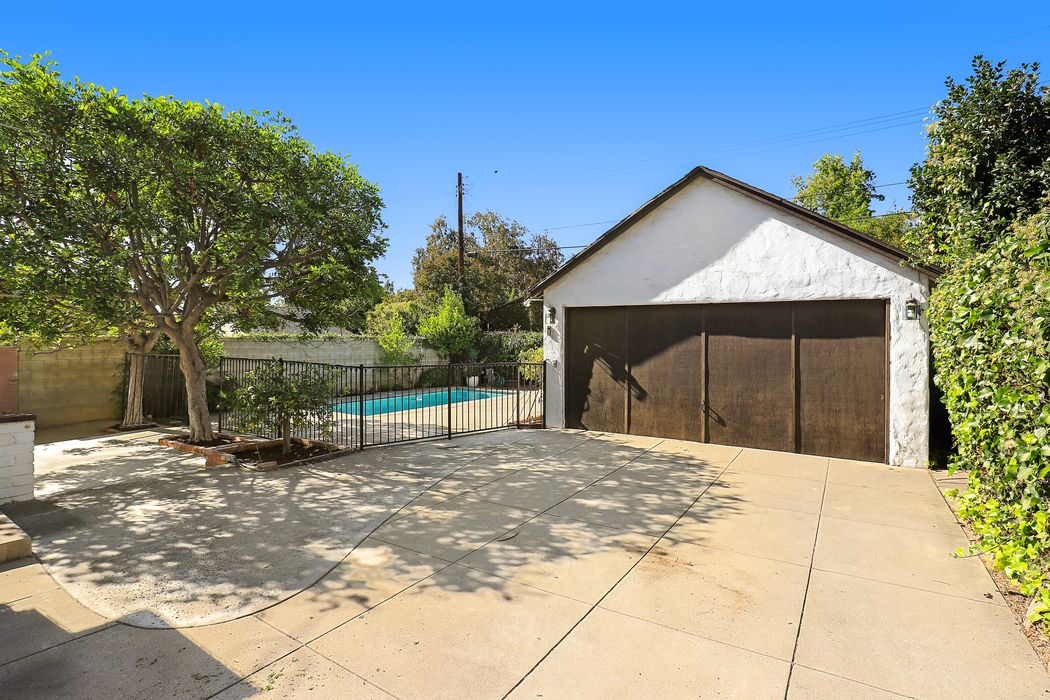 851 Adelaide Drive Pasadena, CA 91104