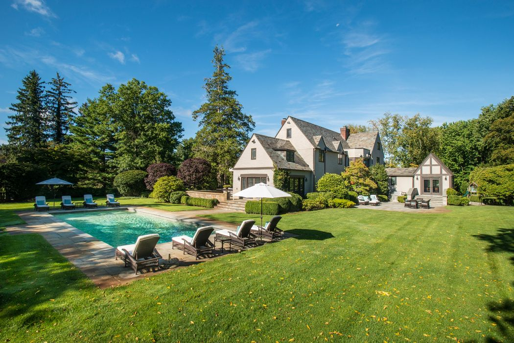 11 Flagler Drive Greenwich, CT 06830