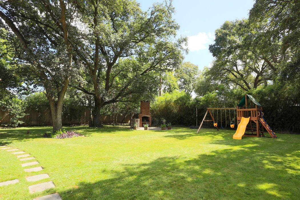 2005 Drexel Drive Houston, TX 77027