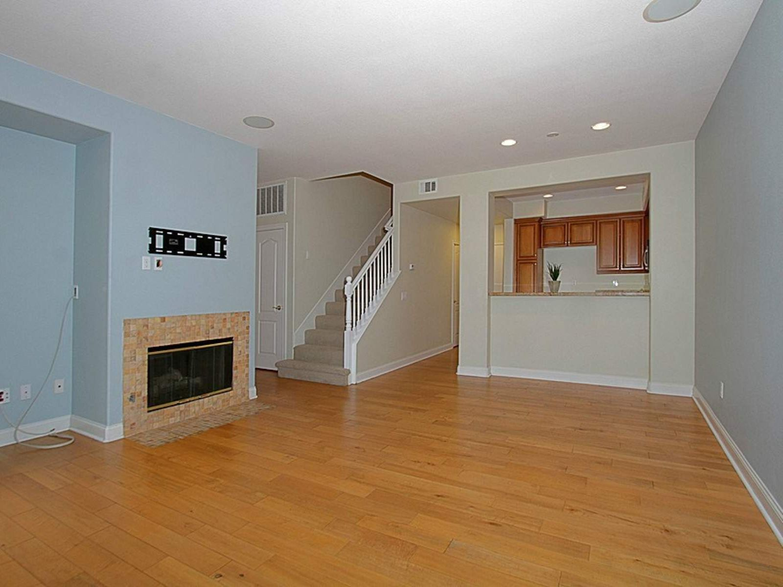 Fabulous End Unit in the Strathmore