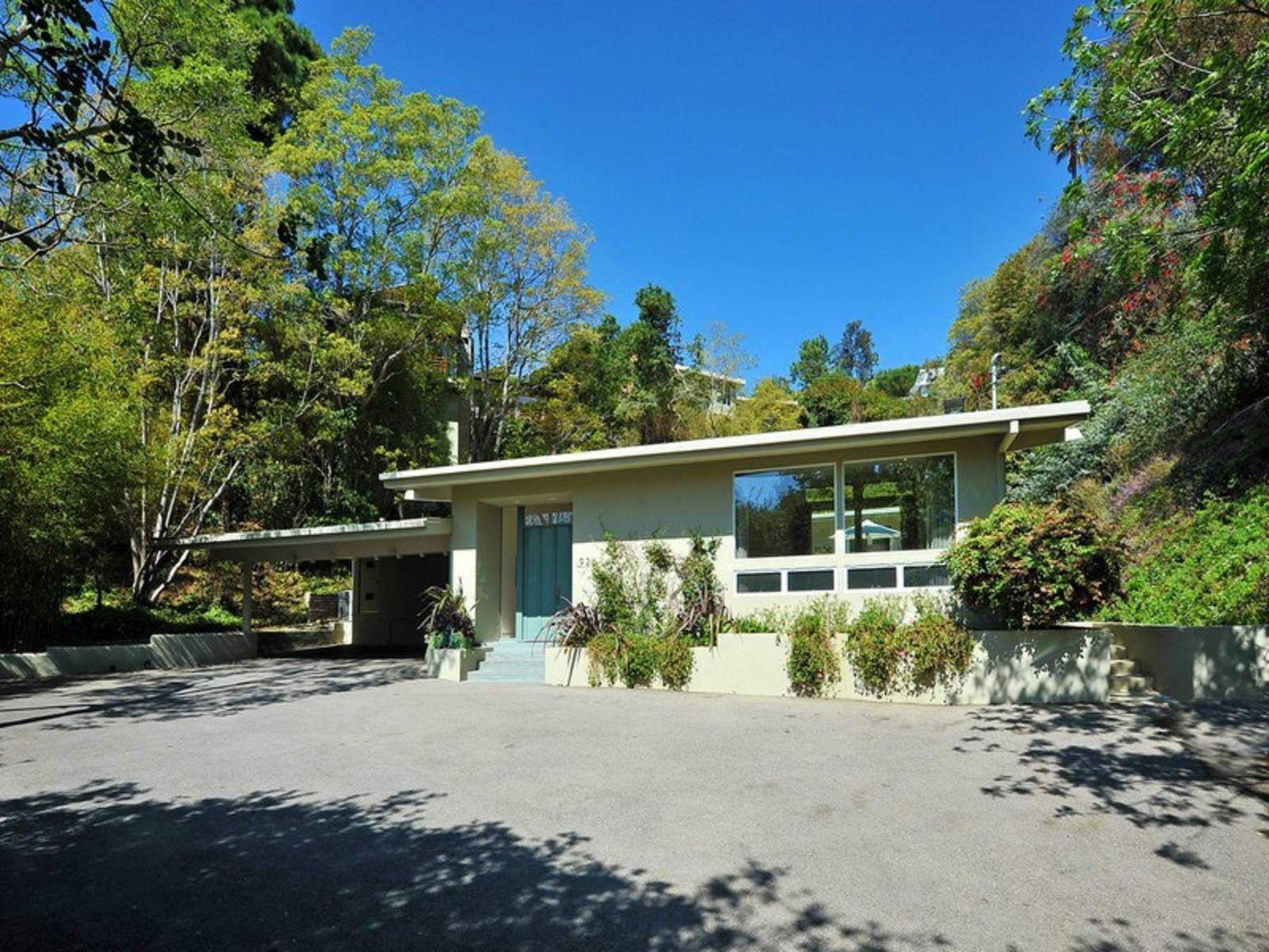 Crestwood Hills Estate, Los Angeles CA Single Family Home - Los Angeles Real Estate