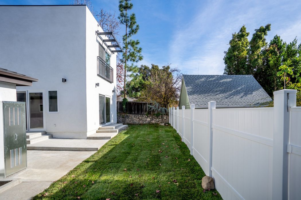 2502 Community Avenue Montrose, CA 91020