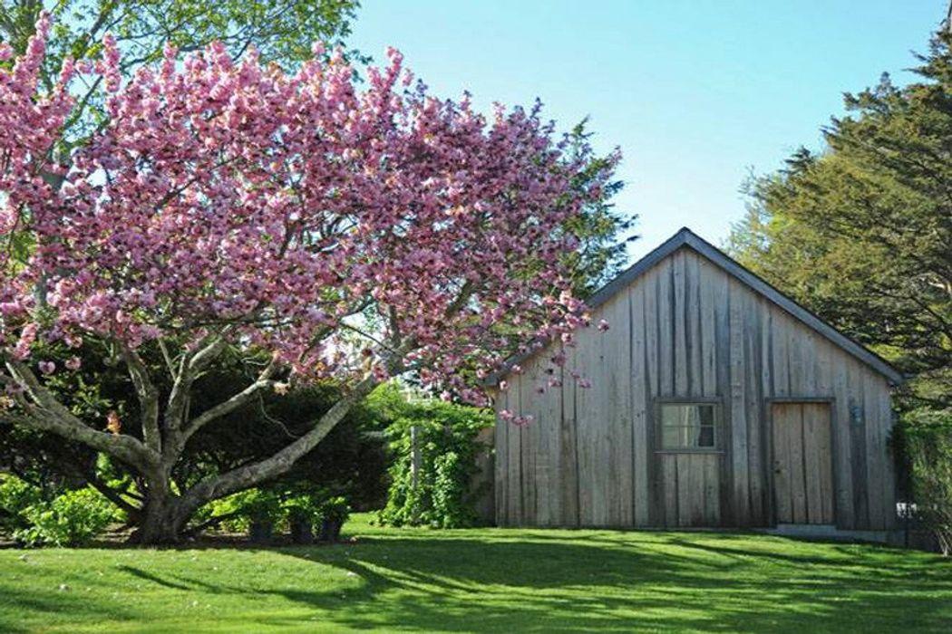 Modern Barn in Water Mill Water Mill, NY 11976