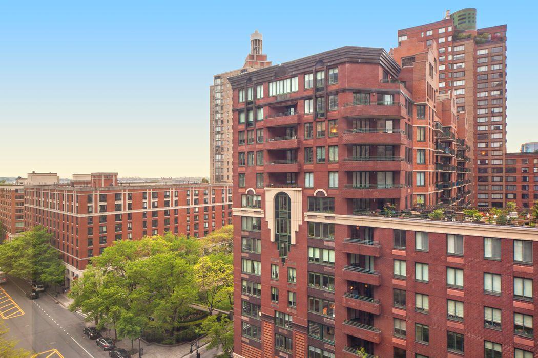 225 Rector Place New York, NY 10280