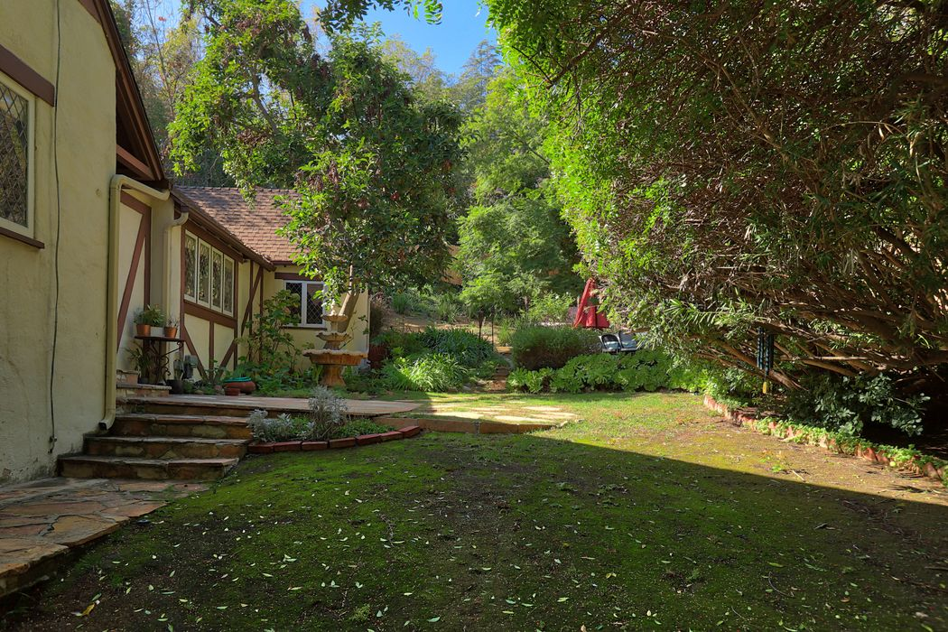 2049 Stanley Hills Place Los Angeles, CA 90046