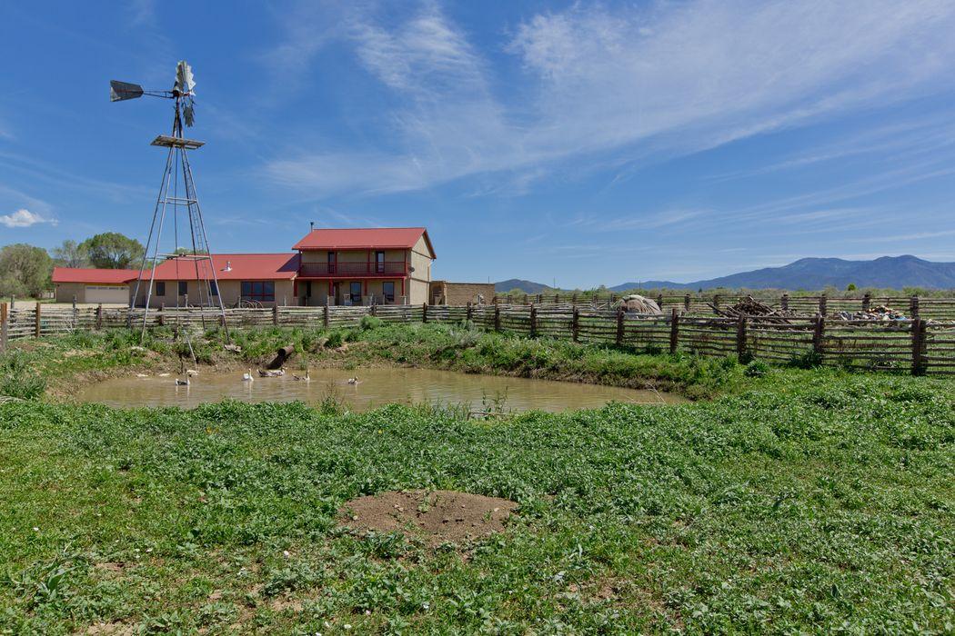 916 Camino Del Medio Santa Fe, NM 87571
