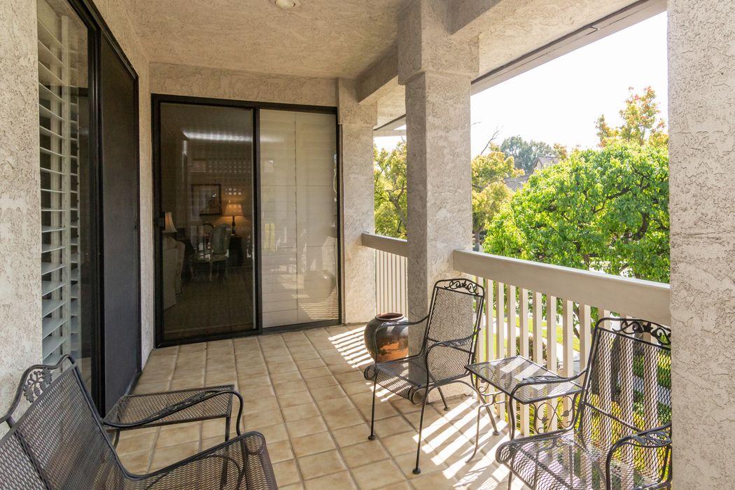 1074 South Orange Grove Boulevard Pasadena, CA 91105