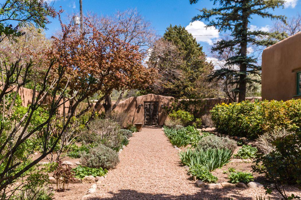524 Camino Del Monte Sol Santa Fe, NM 87501