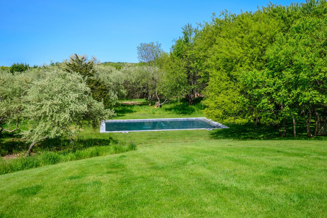 87 Day Lily Lane Bridgehampton, NY 11932