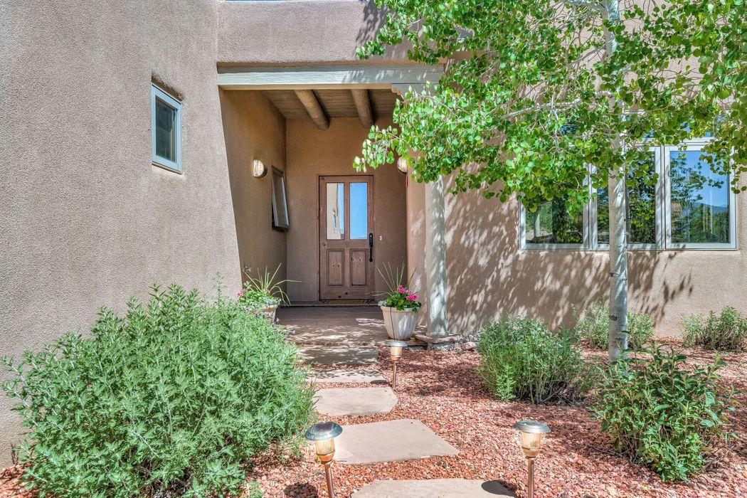 812 Calle David Santa Fe, NM 87506