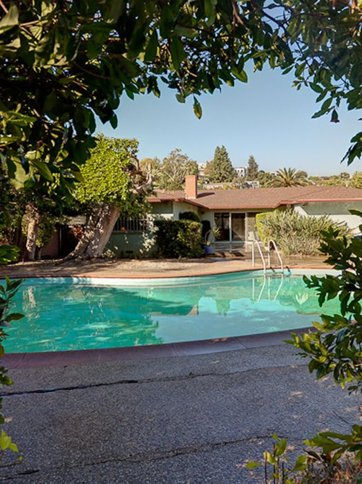 2424 West Silver Lake Dr. Los Angeles, CA 90039