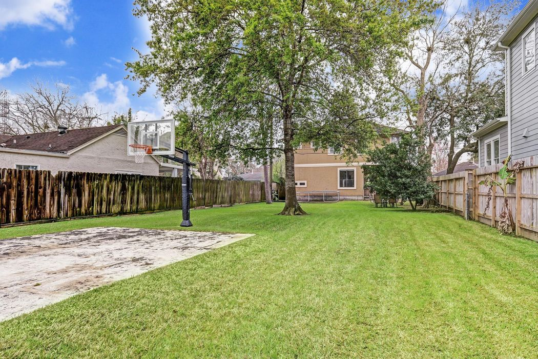 4307 Ione Street Bellaire, TX 77401