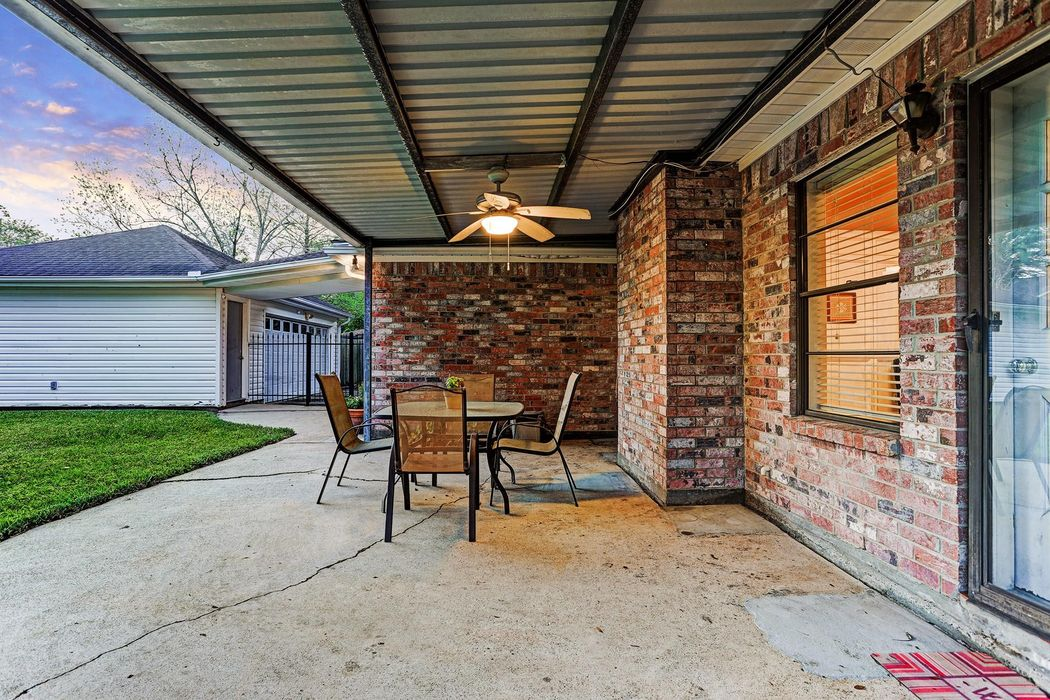 1806 Hunt Drive Friendswood, TX 77546