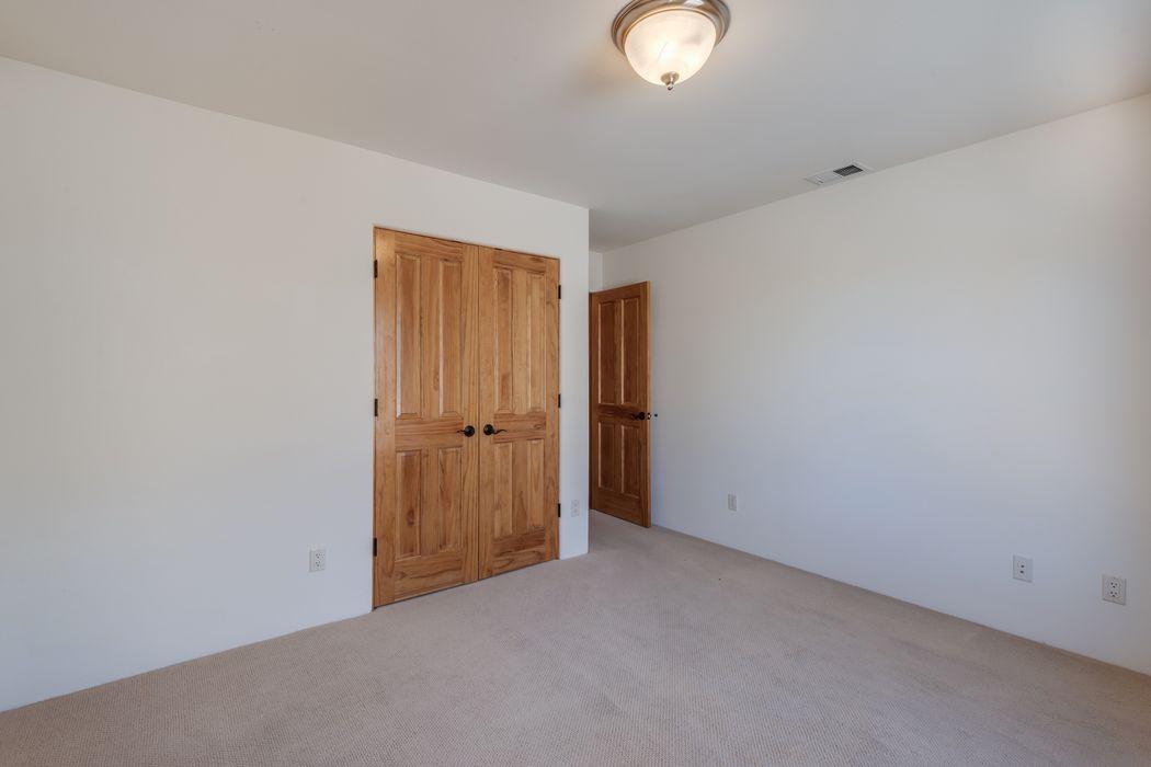 79 La Pradera Santa Fe, NM 87508