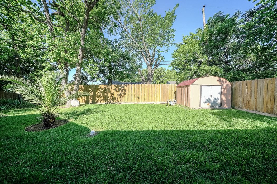 2506 Blueberry Lane Pasadena, TX 77502