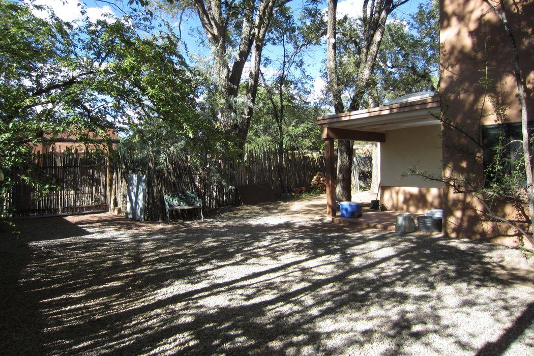 407 Camino Del Monte Sol Santa Fe, NM 87505