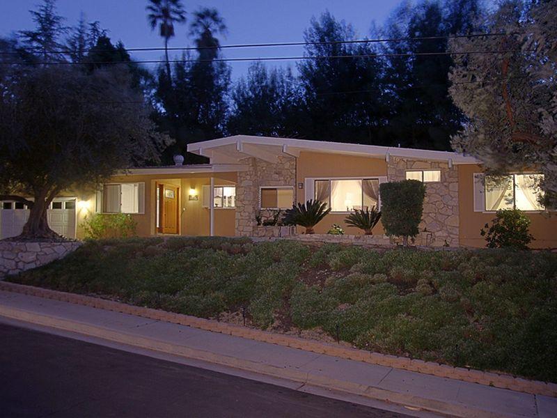 Mid-Century Modern in Woodland Hills