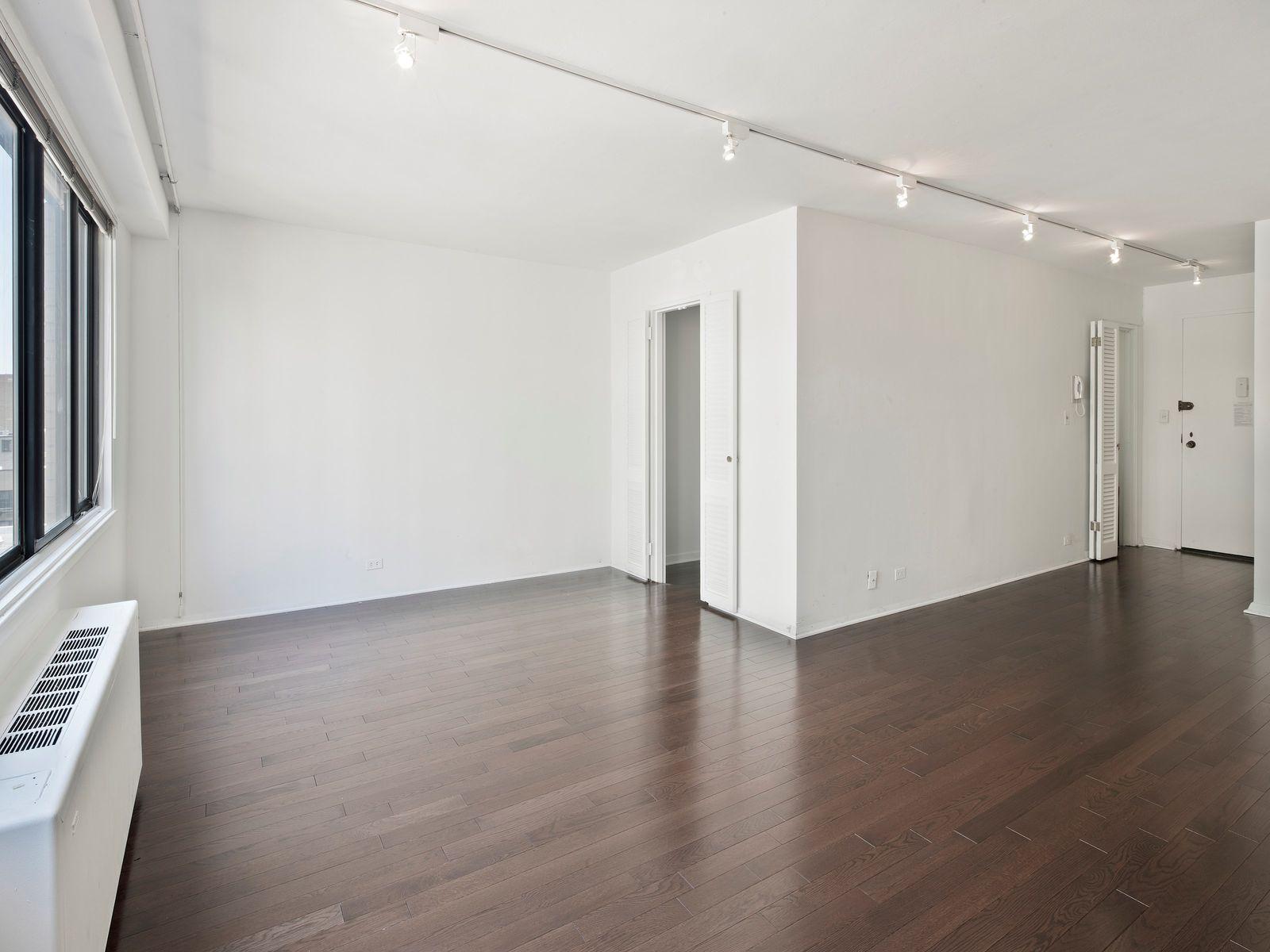 Large Alcove Studio in Lenox Hill