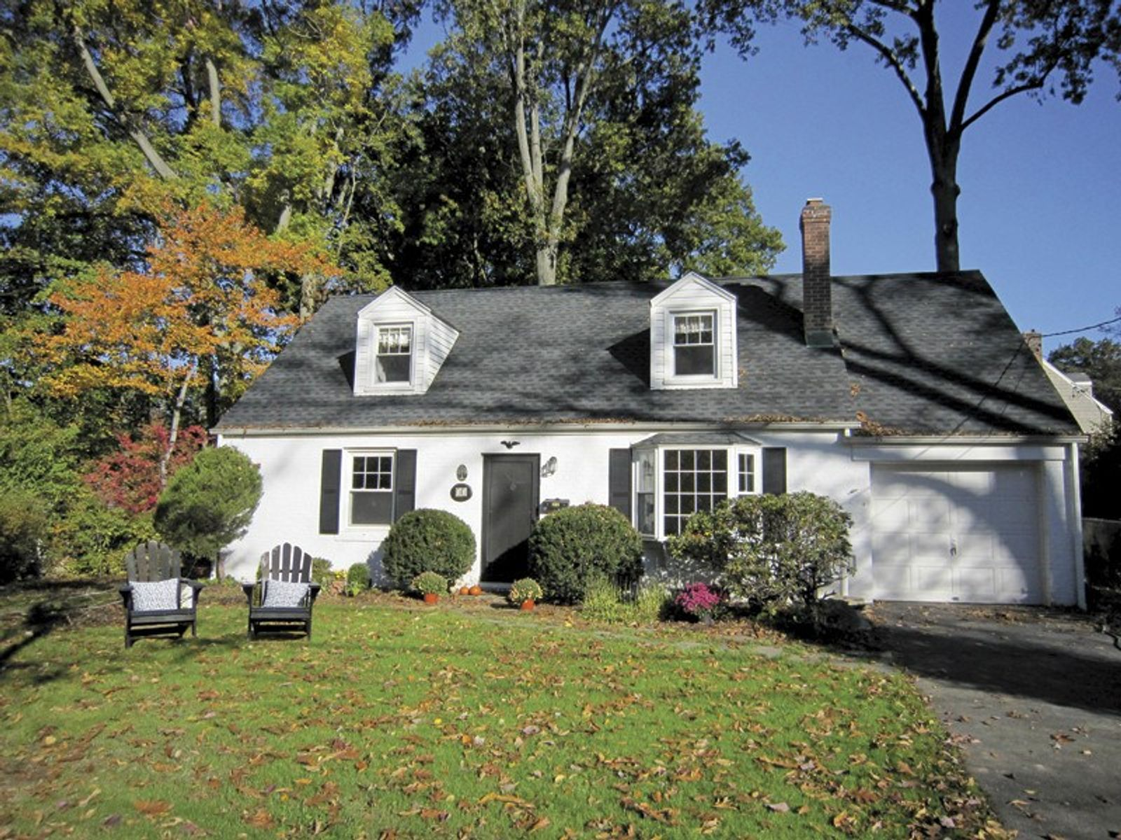 Updated 4 Bedroom Home in Havemeyer, Old Greenwich CT Single Family Home - Greenwich Real Estate