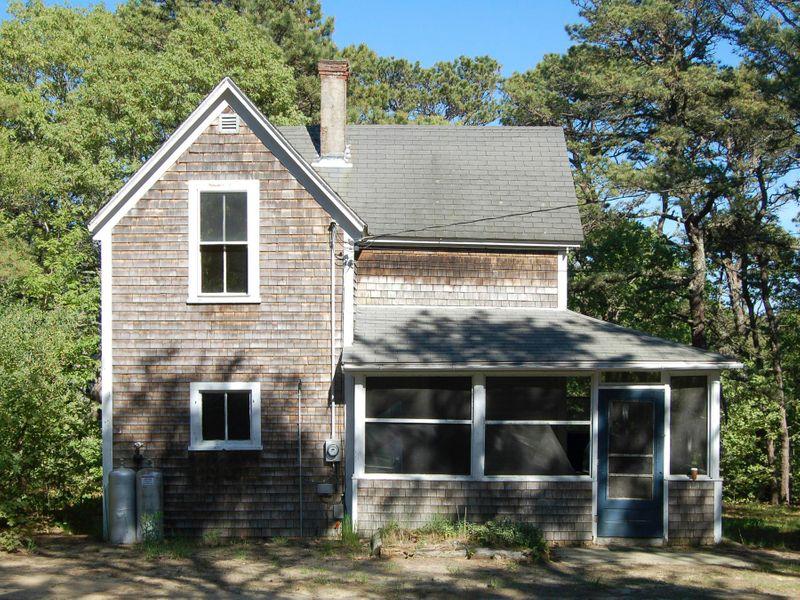 Coastal Wellfleet Victorian Cottage