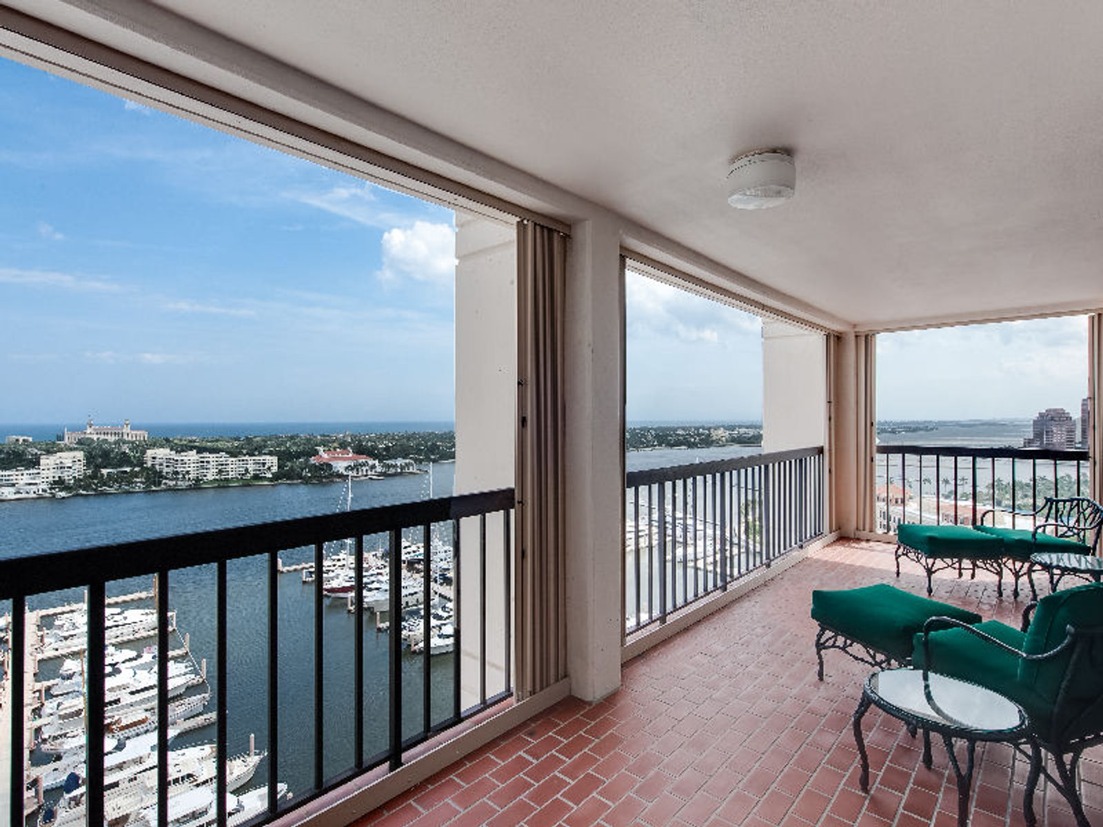 Waterview Tower SE Corner in the sky, West Palm Beach FL Condominium - Palm Beach Real Estate