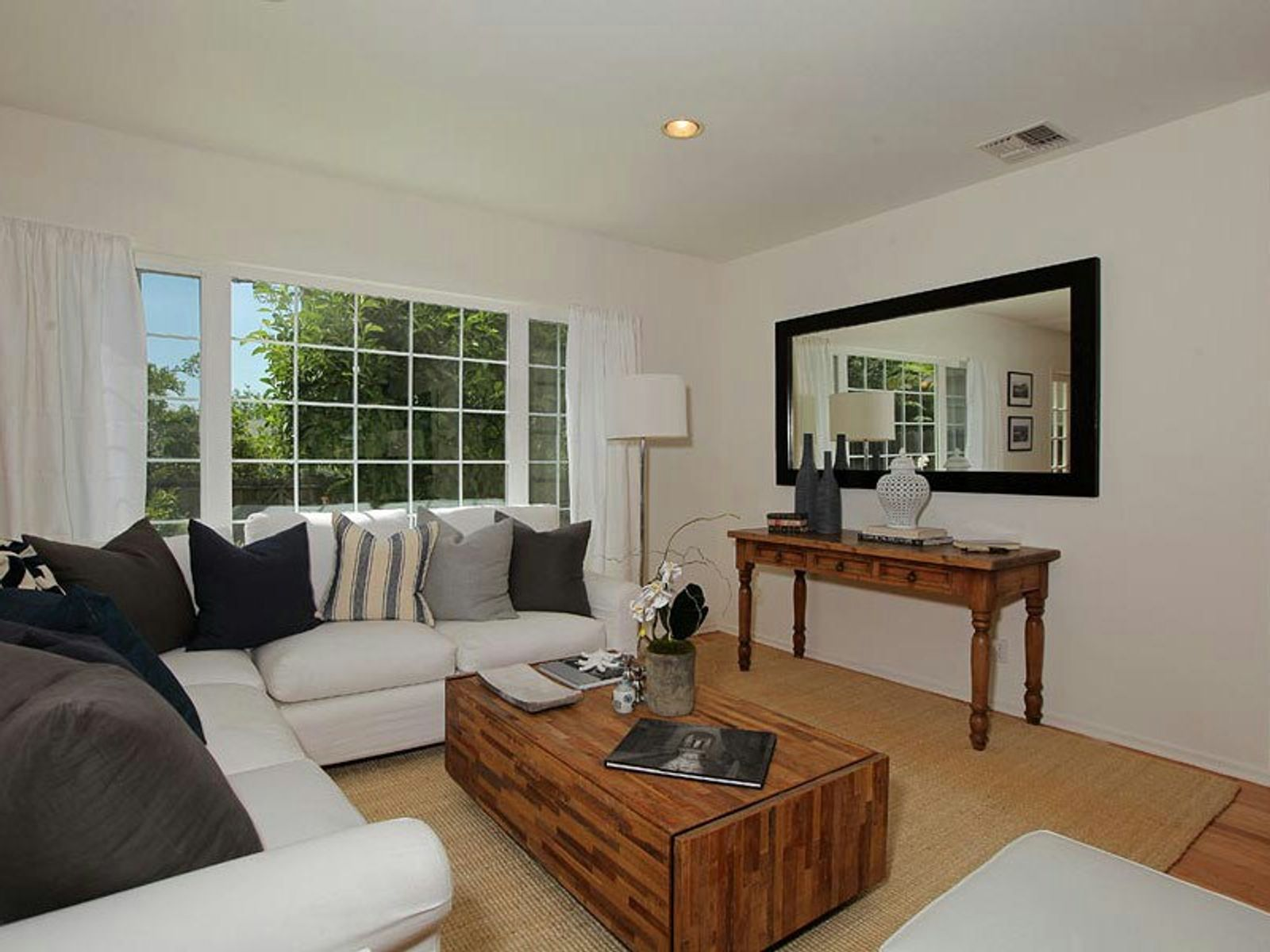 Bright, Cheerful 2-Story Traditional