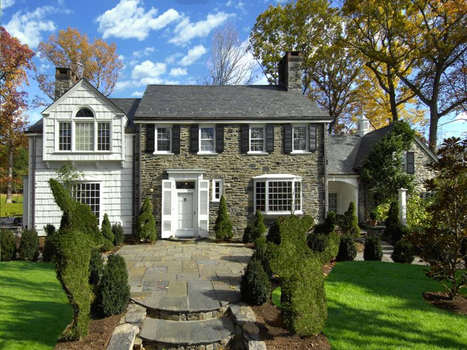 Country Compound, Greenwich CT Single Family Home - Greenwich Real Estate