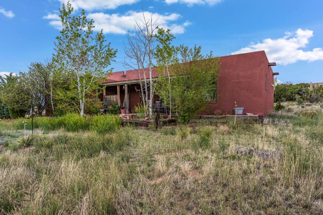7 Mimosa Road Santa Fe, NM 87508