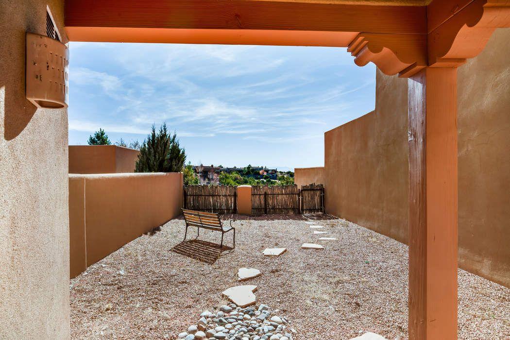 26 Camino De Vecinos Santa Fe, NM 87507