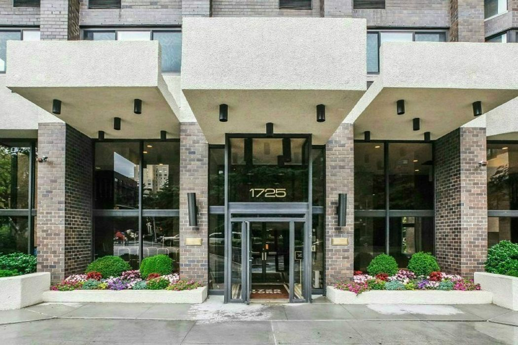1725 York Avenue New York, NY 10128