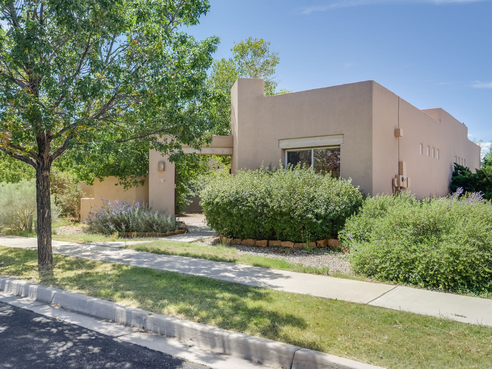 6 Windstone, Santa Fe NM Single Family Home - Santa Fe Real Estate