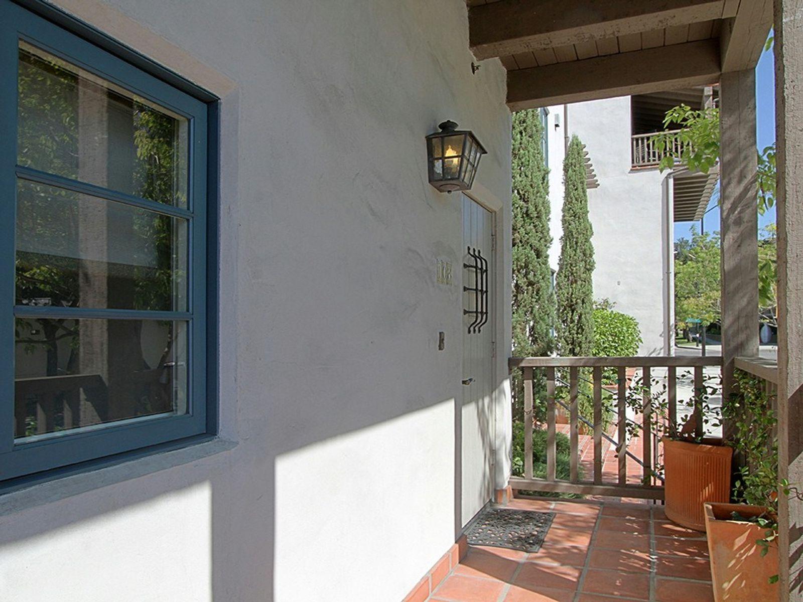Granada Court Single-Level